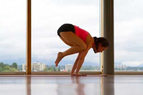 crow yoga pose bakasana