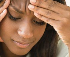 contact lens cause headache