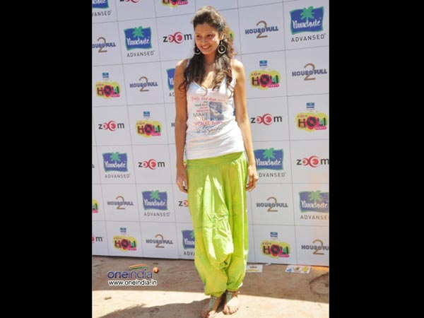 clothes in holi