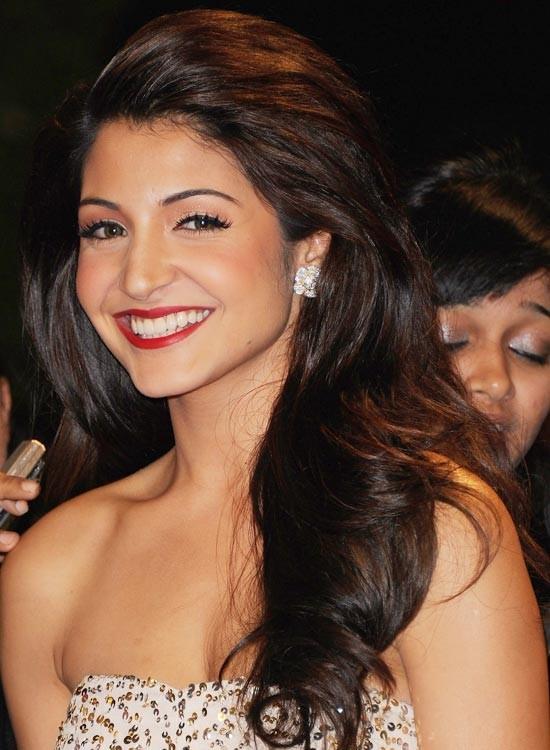 Anushka Sharma Bollywood Actress Hairstyle