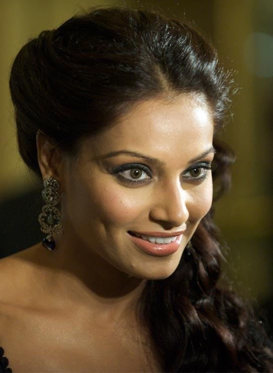 Bipasha Basu Bollywood Actress Hairstyle