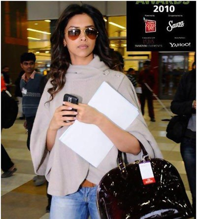 Deepika No Make Up Look at Mumbai Airport