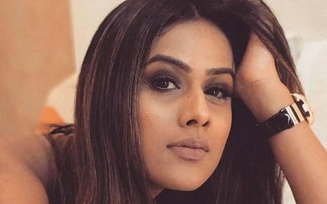 nia sharma no makeup