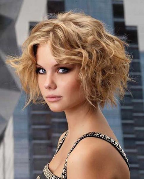 Highlighted Curls hairstyles for girls with medium hair