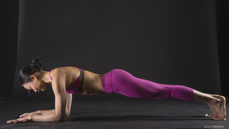 Strengthen your core with forearm plank
