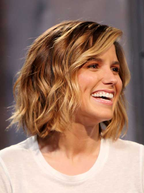 Dark Blonde Short Wavy Hairstyle for Women