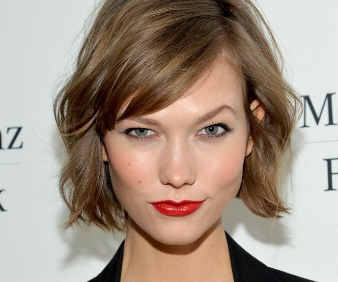 Short Wavy with side bang Hairstyle for Women
