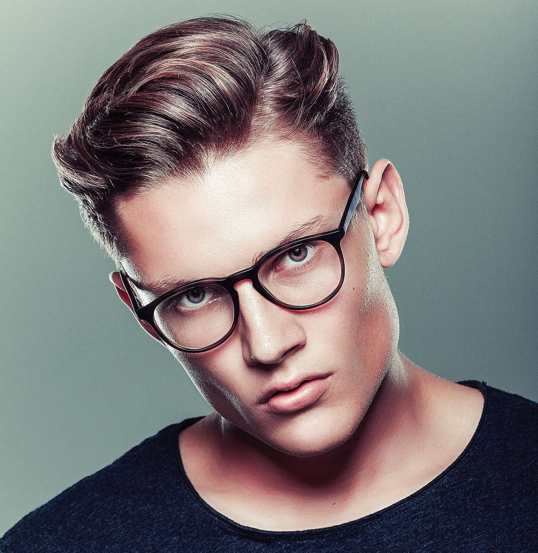 Side Part Short Hairstyle for Men