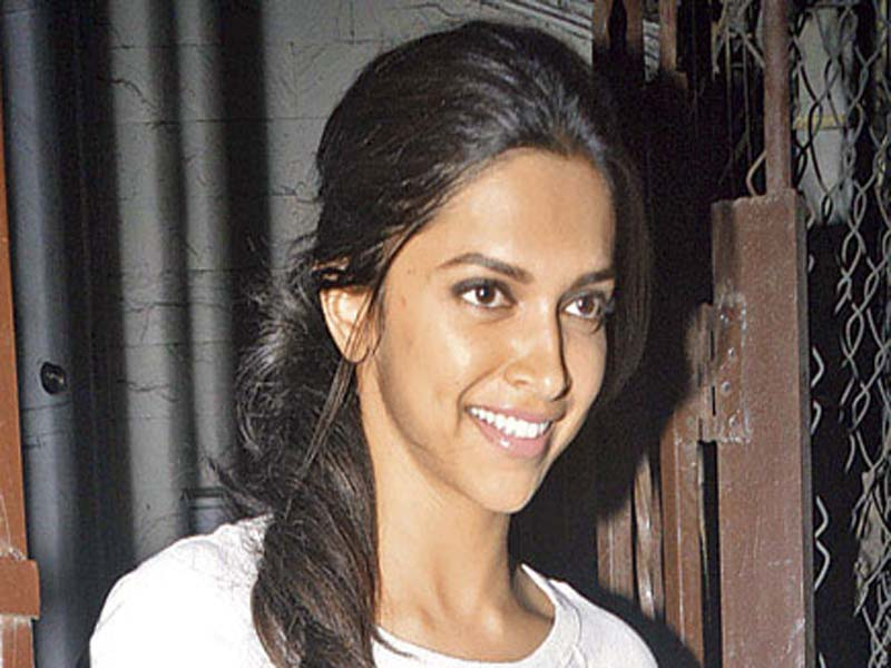 Popular Bollywood Celebrities Without Makeup 1