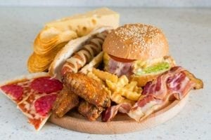 4 Effective Ways To Minimize Cravings for Junk Food 1