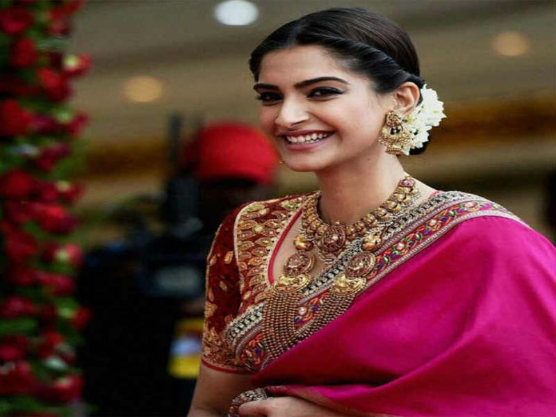 Hairstyles Adopted By Different Bollywood Celebrities For Karwa Chauth 1
