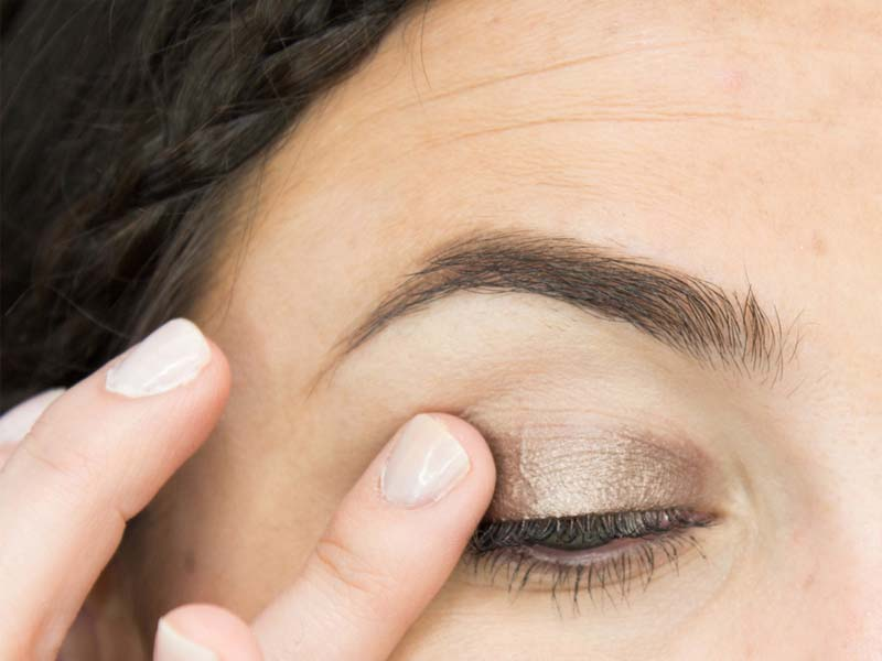 Steps To Follow For A Perfect Bridal Eye Makeup 5