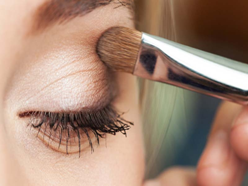Steps To Follow For A Perfect Bridal Eye Makeup 4