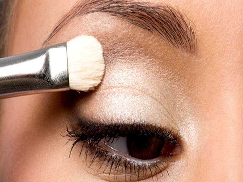 Steps To Follow For A Perfect Bridal Eye Makeup 7