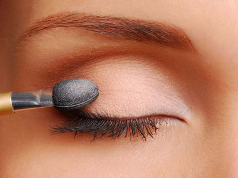 Steps To Follow For A Perfect Bridal Eye Makeup 3
