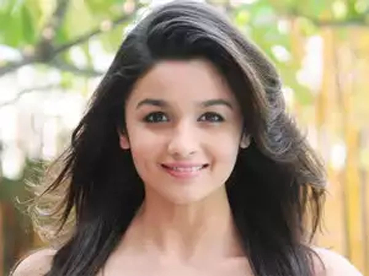 List of 20 Most Beautiful Indian Girls 2019 1