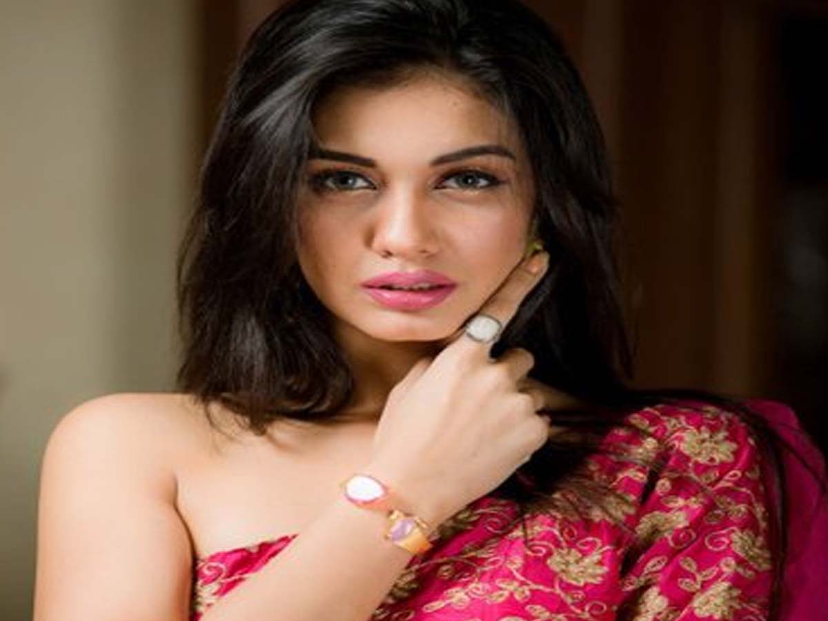 List of 20 Most Beautiful Indian Girls 2019 15