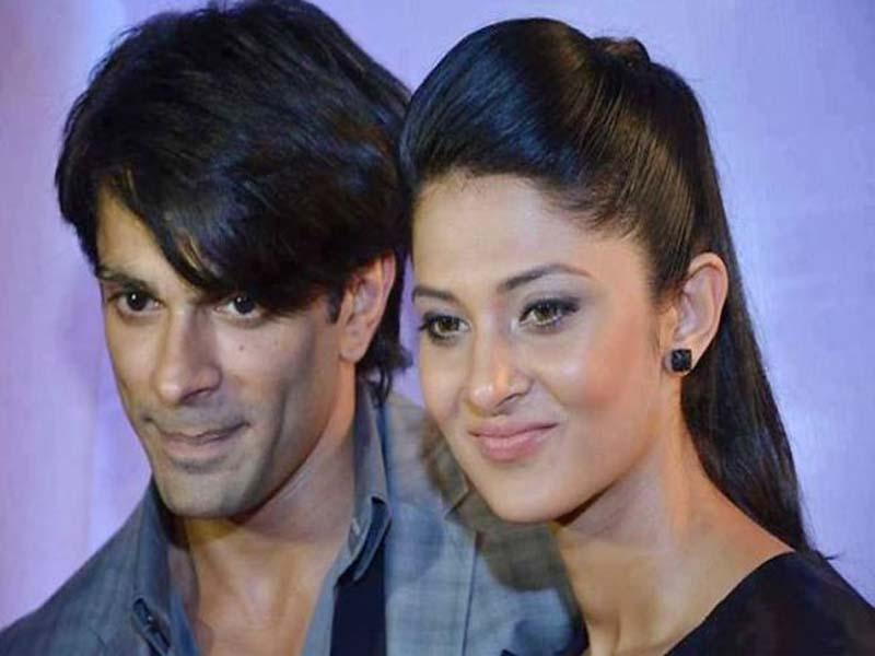 Jennifer Winget posing with ex-husband Karan Singh Grrover - bollywood breakup stories