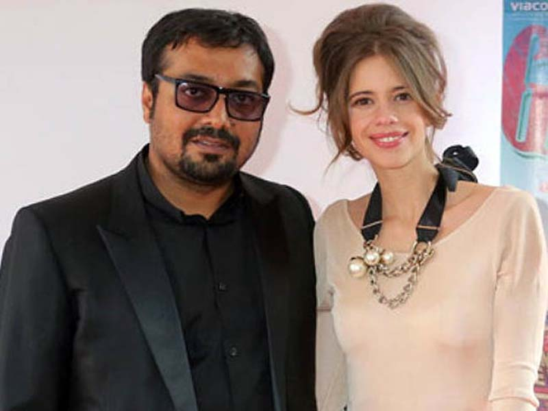 Kalki and Anurag posing for camera - famous bollywood divorces