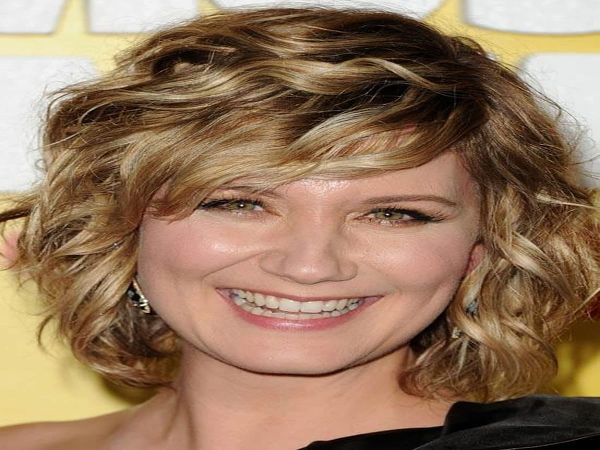 List of Trendy Curly Bob Hairstyles in 2019 5