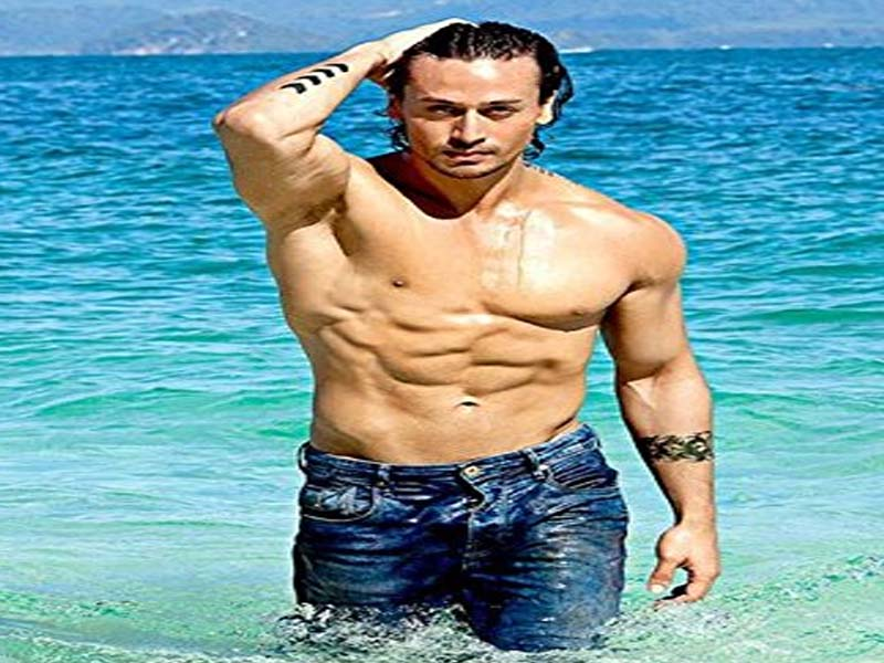 Famous Bollywood Actors With Good Physique 8
