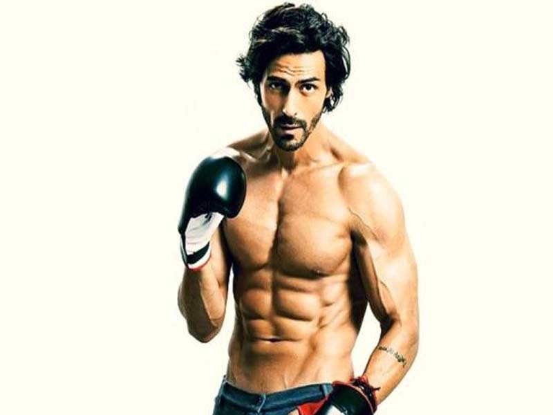 Famous Bollywood Actors With Good Physique 9