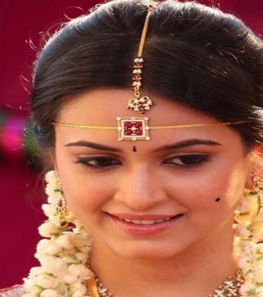 List of Beautiful Hairstyles on Saree 2