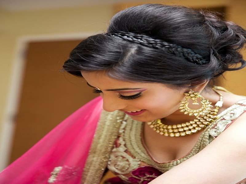 List of Beautiful Hairstyles on Saree 4