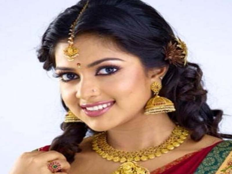 List of Beautiful Hairstyles on Saree 6