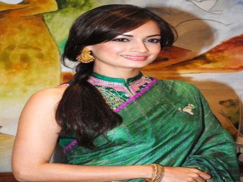 List of Beautiful Hairstyles on Saree 7