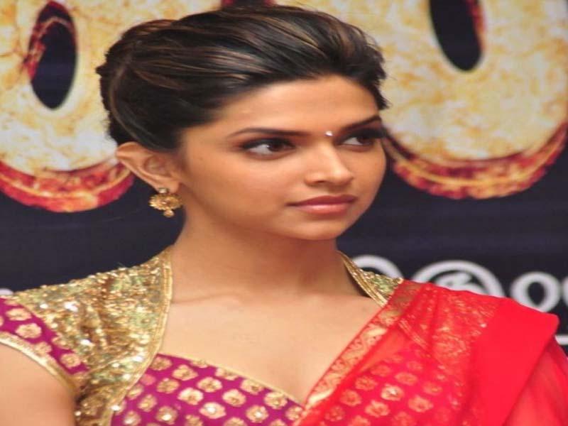 List of Beautiful Hairstyles on Saree 10