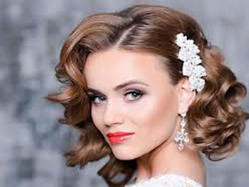 List of Beautiful Hairstyles on Saree 9