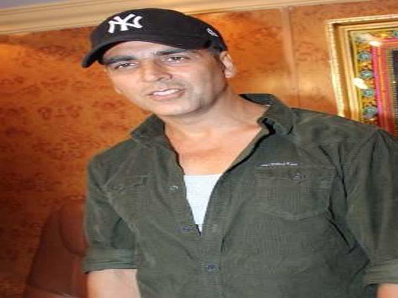 Akshay Kumar Photos without Makeup 1