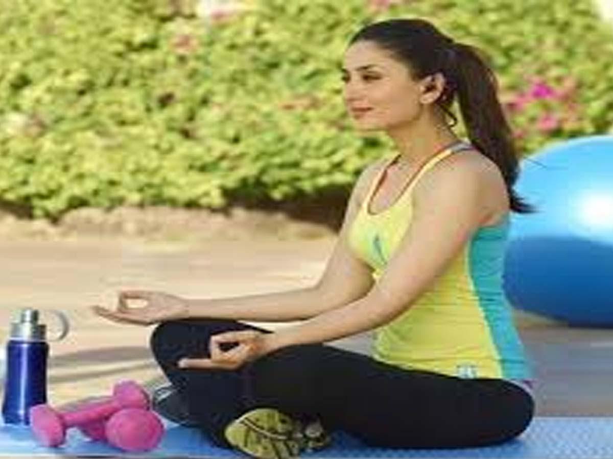 Kareena Kapoor Indian Celebrities doing Yoga