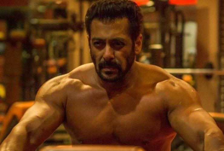Salman Shows how Leg exercises need to be done