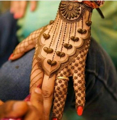 Heart Shaped Mehendi Design 25