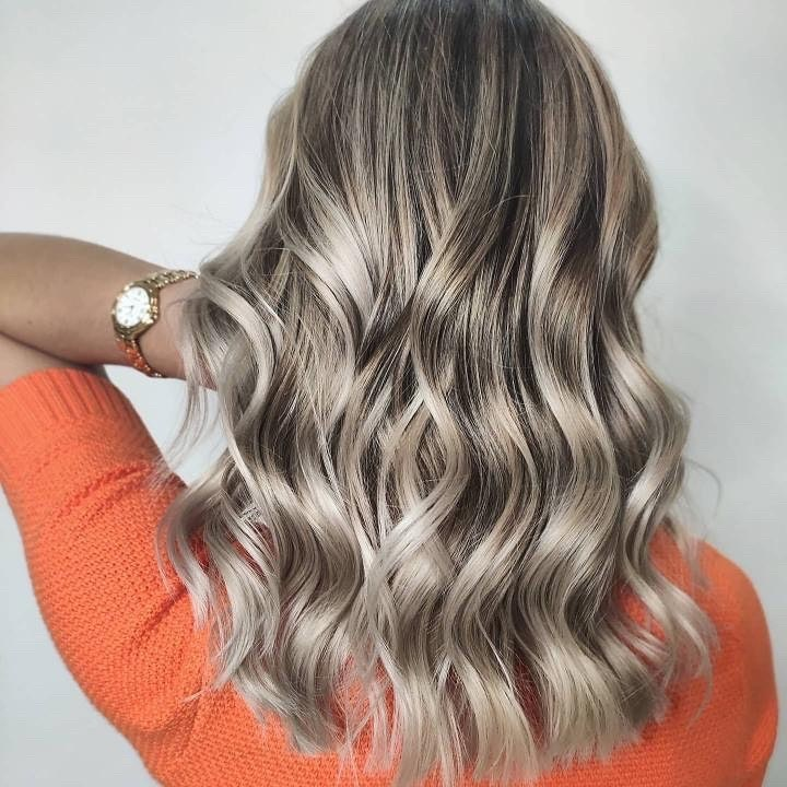 Pure-Diamond Hair color with back pose
